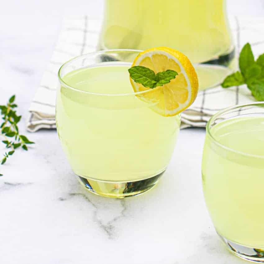 Limonáda s čerstvým zázvorem.