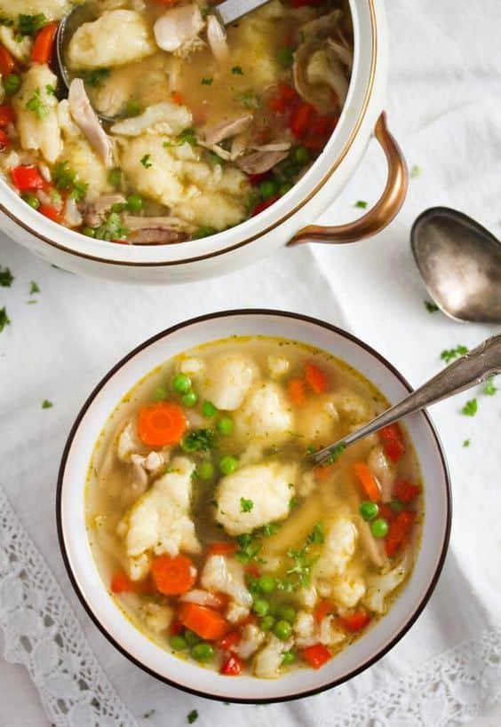 Mísa polévky s krupicovou zavářkou
