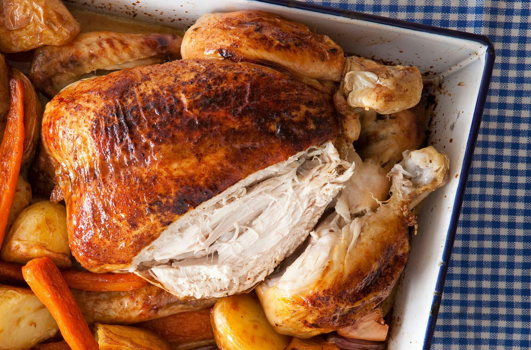 Upečené kuře plněné nádivkou s cibulí.