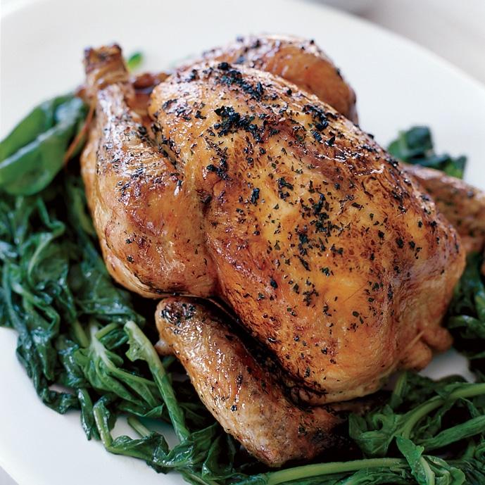 Grilované kuře s rukolou dušenou na pánvi.