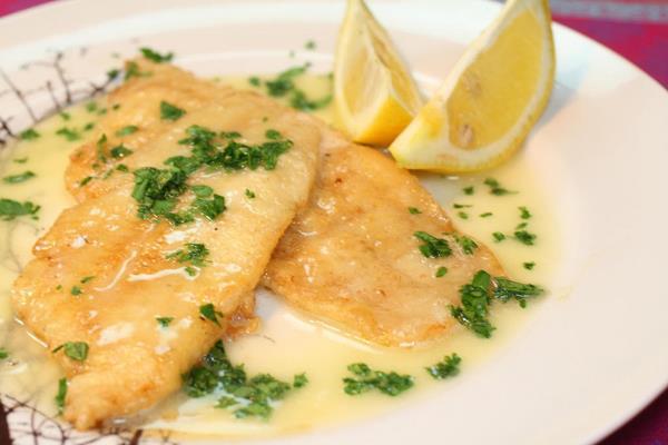 Dušené rybí filé s citrónovou omáčkou