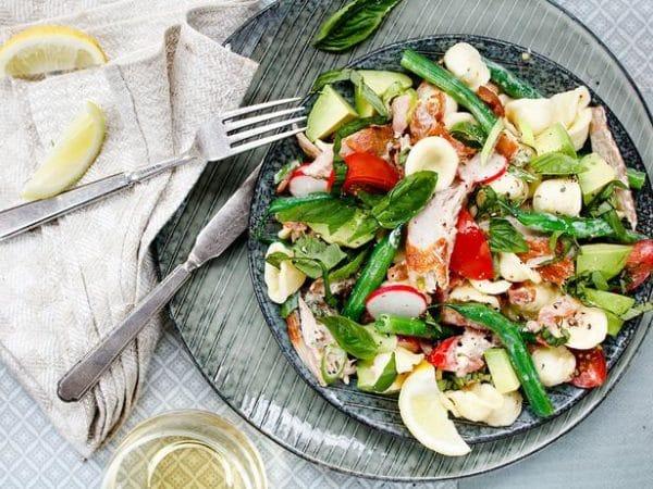 Uzený rybí salát s těstovinami