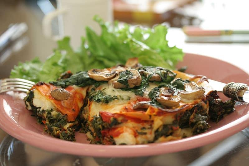 Hotový recept na excelentní špenátové lasagne, s houbami a ricottou