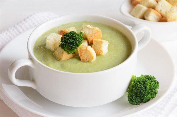 krémová polévka z brokolice s krutony