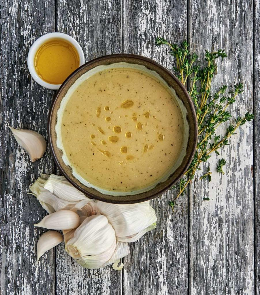 Česneková polévka z pečeného česneku