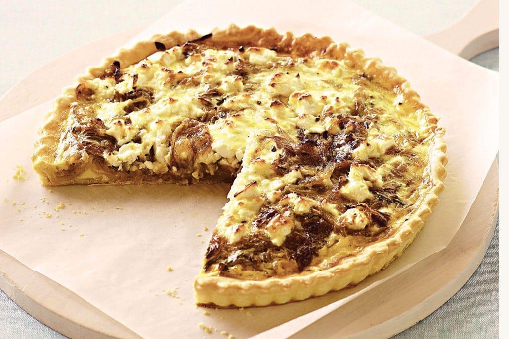 Cibulový koláč s karamelizovanou cibulí