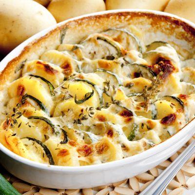 Cuketu zapékáme s bramborymi, výborně se chuťově doplňují.