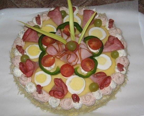 Slaný dort z toustového chleba