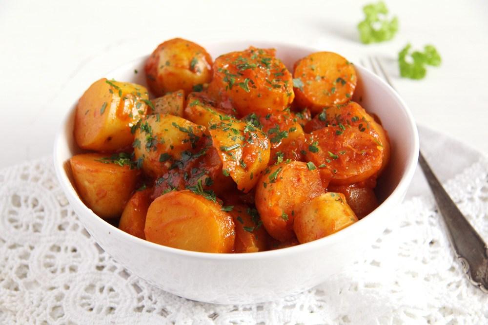 Dušené brambory s rajčaty