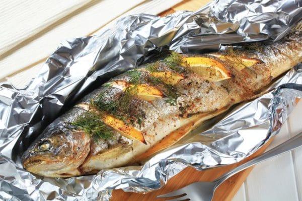 Grilovaná ryba v alobalu