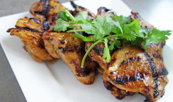 Grilované kuřecí čtvrtky s kořením na asijský způsob