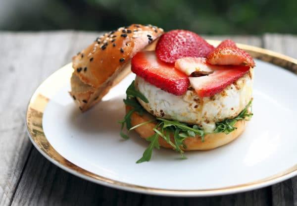 Grilovaný hamburger s hermelínem