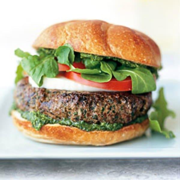 Grilovaný hamburger z hovězího masa