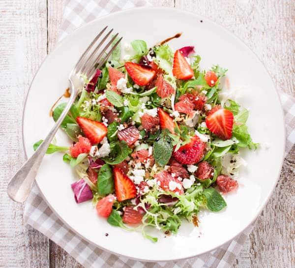 Hotový recept kombinace ovocného a zeleninového salátu