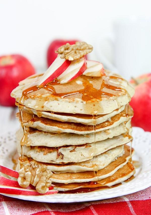 Jogurtové lívanečky s jablky