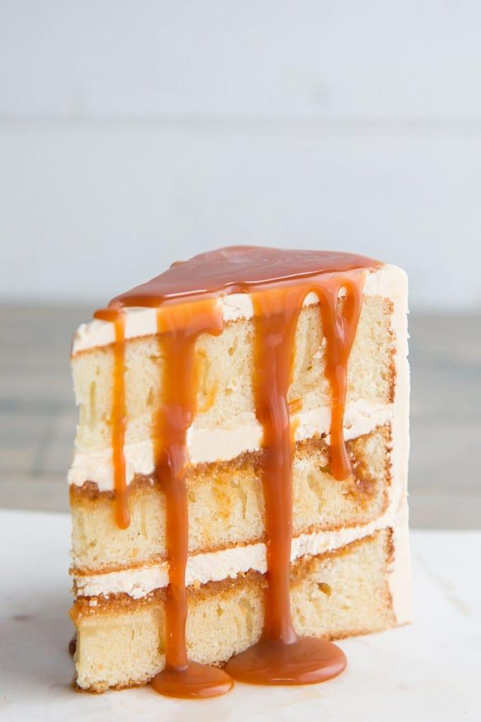 Recept na slavnostní karamelové řezy se na velikonoční tabuli hodí.
