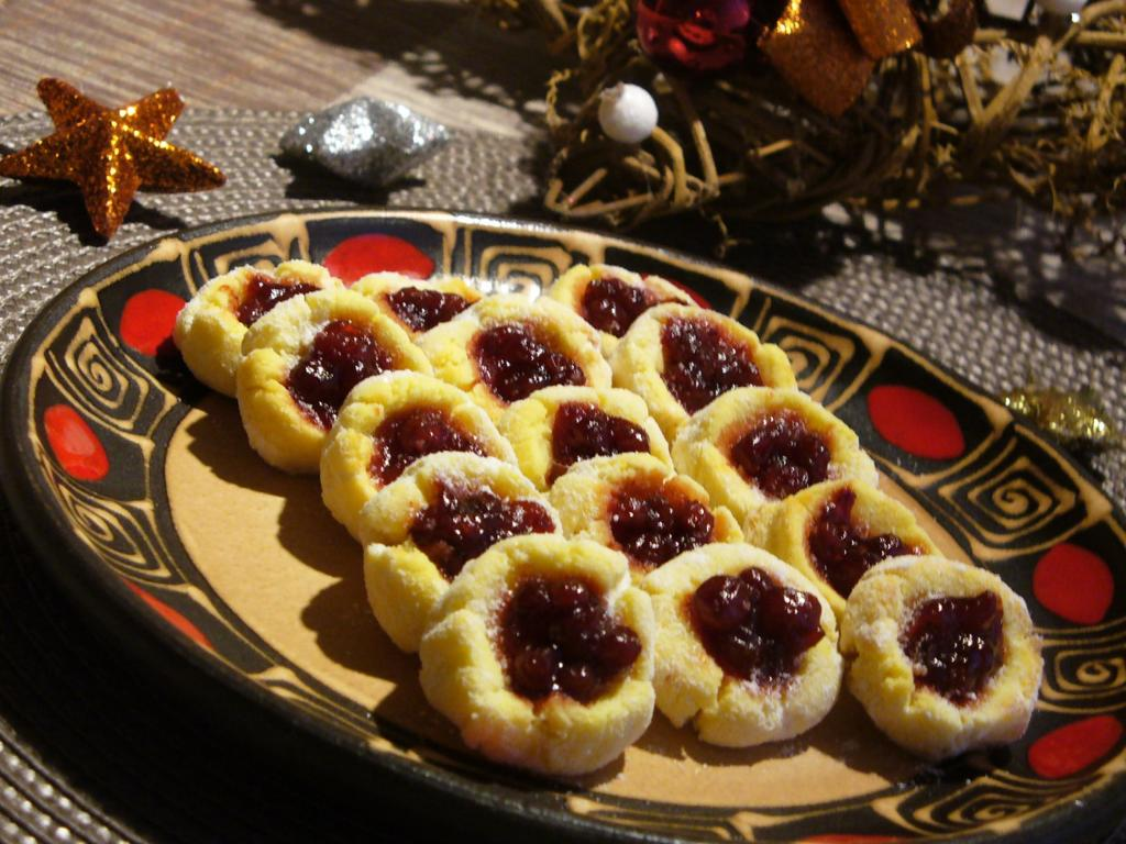 Kokosové strojkové cukroví s džemem
