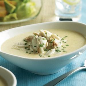 Rybí polévku je vhodné zahustit smetanou, její krémová konzistence lahodí oku i chutná.