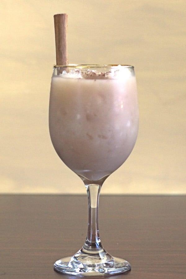 Mlecny koktejl plny alkoholu
