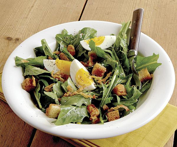 Pampeliškový salát s pancettou a krutony