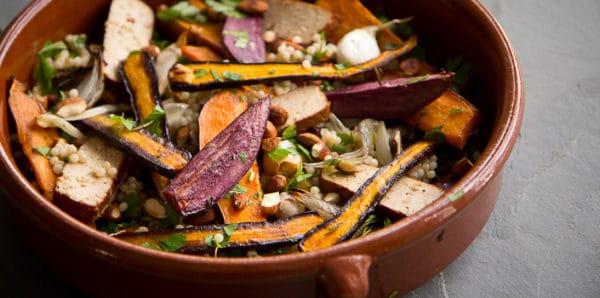 Pečená kořenová zelenina s uzeným tofu a kuskusem
