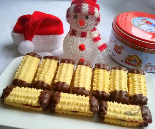Pudinkové strojkové cukroví s marmeládou a čokoládou