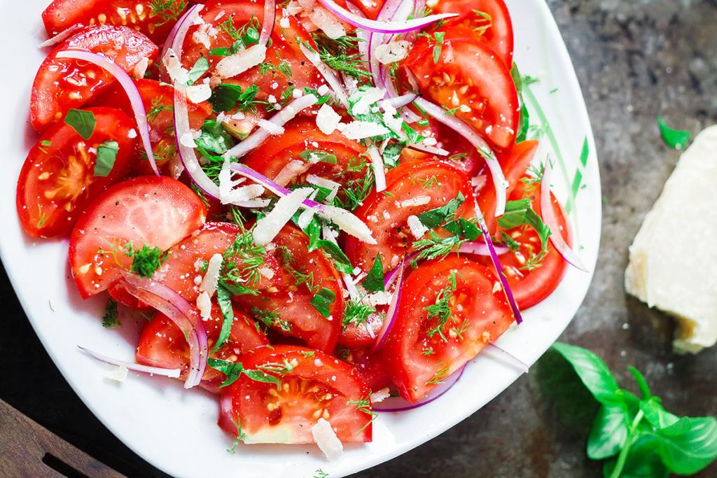 Rajčatový salát s parmazánem