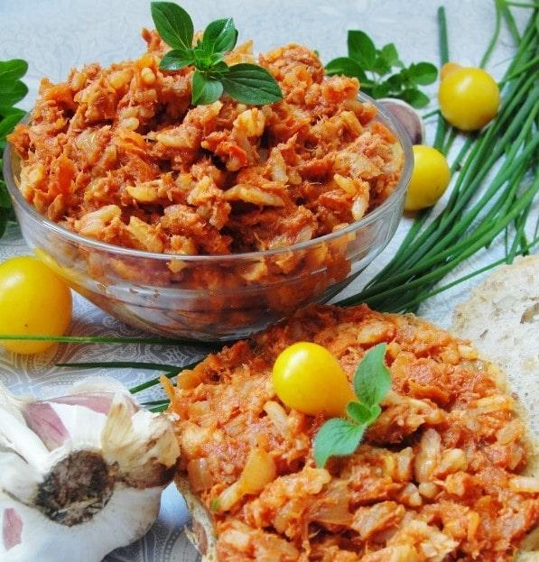 Chlebíčky s tomatovou rybí pomazánkou