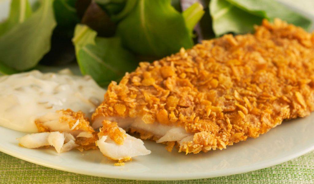 Smažené rybí filé v kukuřičných lupíncích