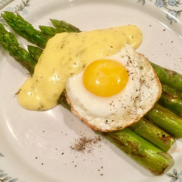 Smetanová omáčka se sázeným vejcem