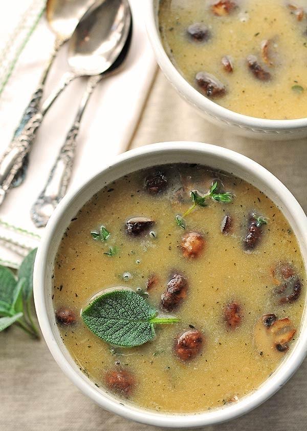 Smetanová fazolová polévka