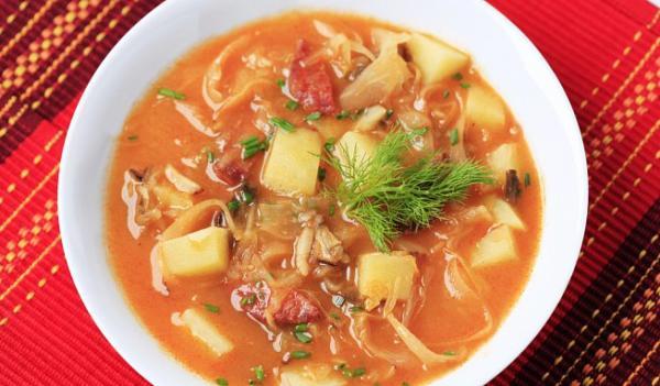 Staročeská polévka z hlávkového zelí