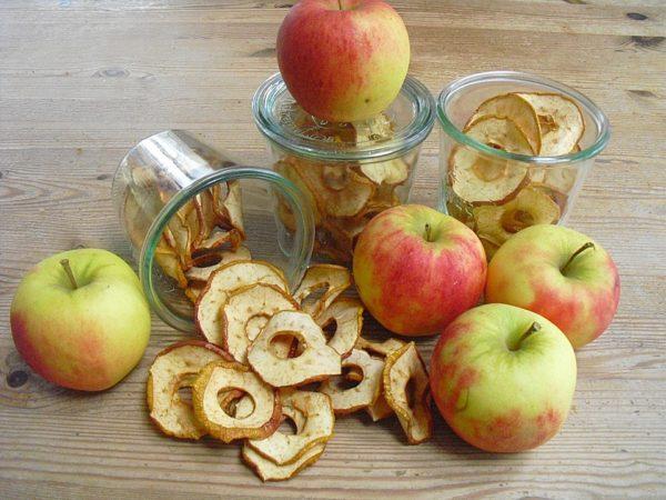 Sušená jablka v troubě