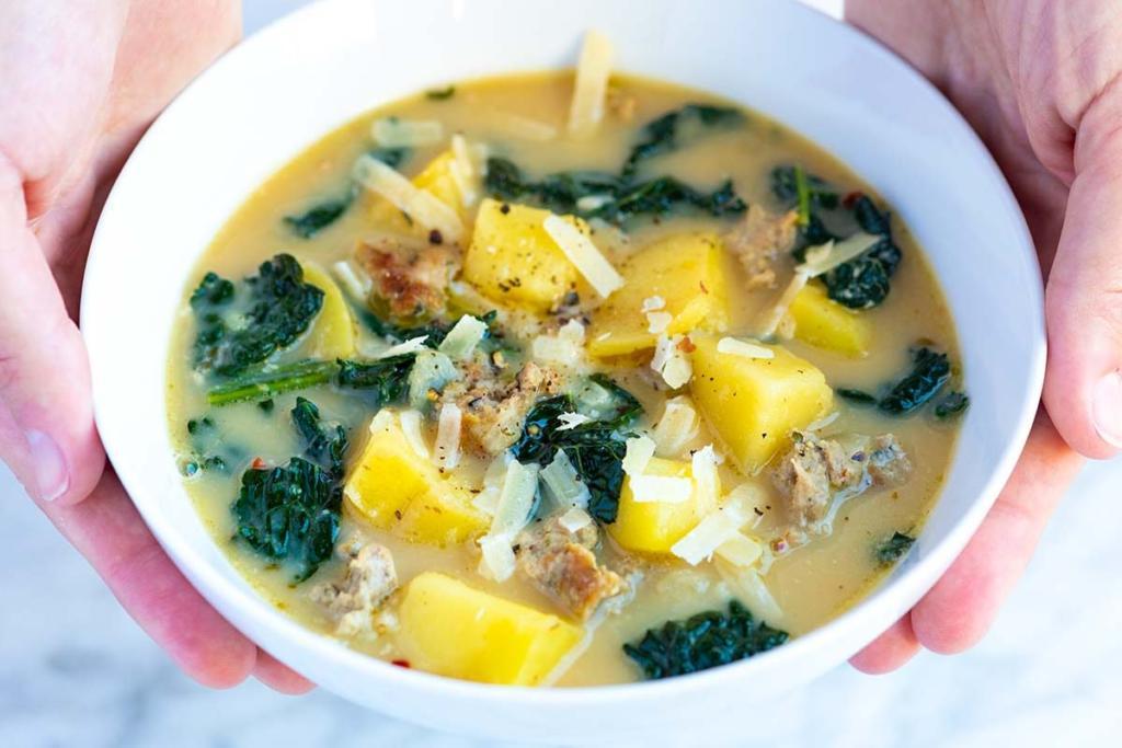 Tradiční velikonoční menu polévka - bylinková bramboračka