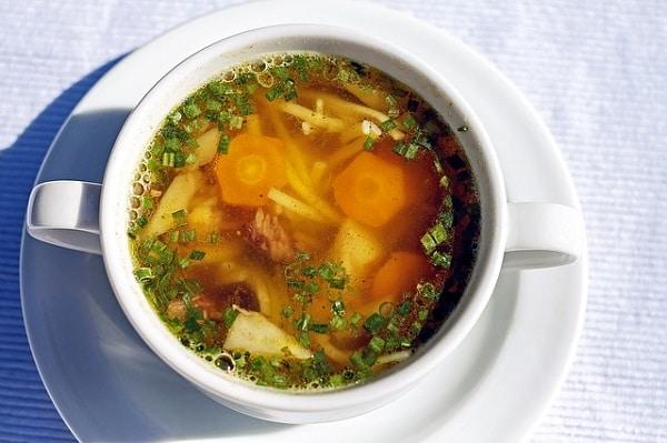 Hotový recept na nejlepší vánoční kuřecí polévku