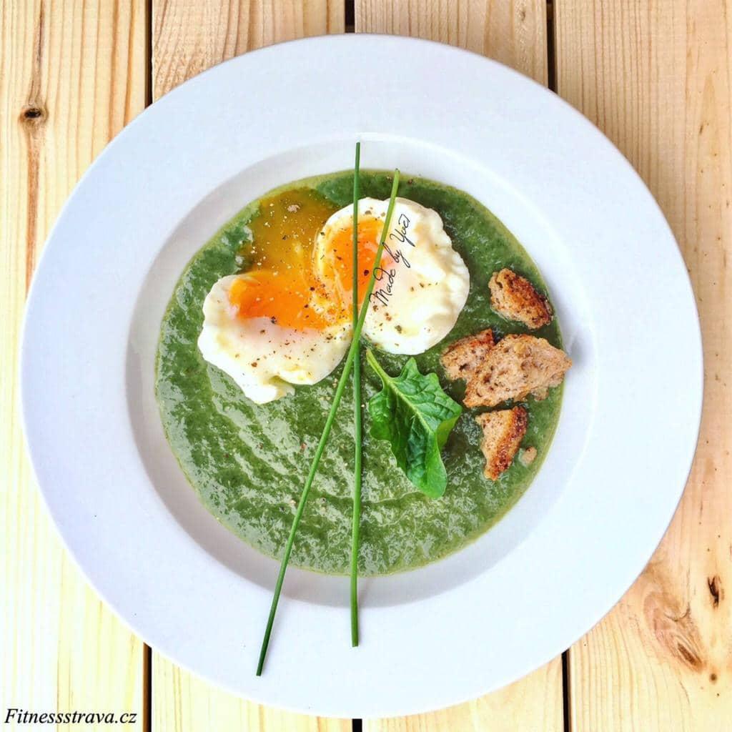 Vařená vejce na hniličku ve špenátové polévce