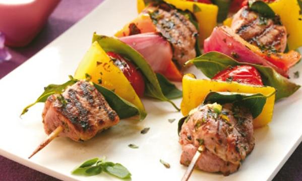 Hotový recept na vepřové špízy s rajčaty