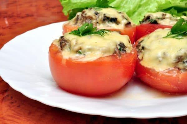 Zapečená rajčata plněná houbami