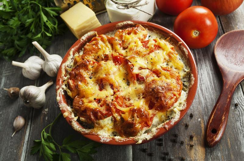 Zapečená rajčata se smetanou a sýrem