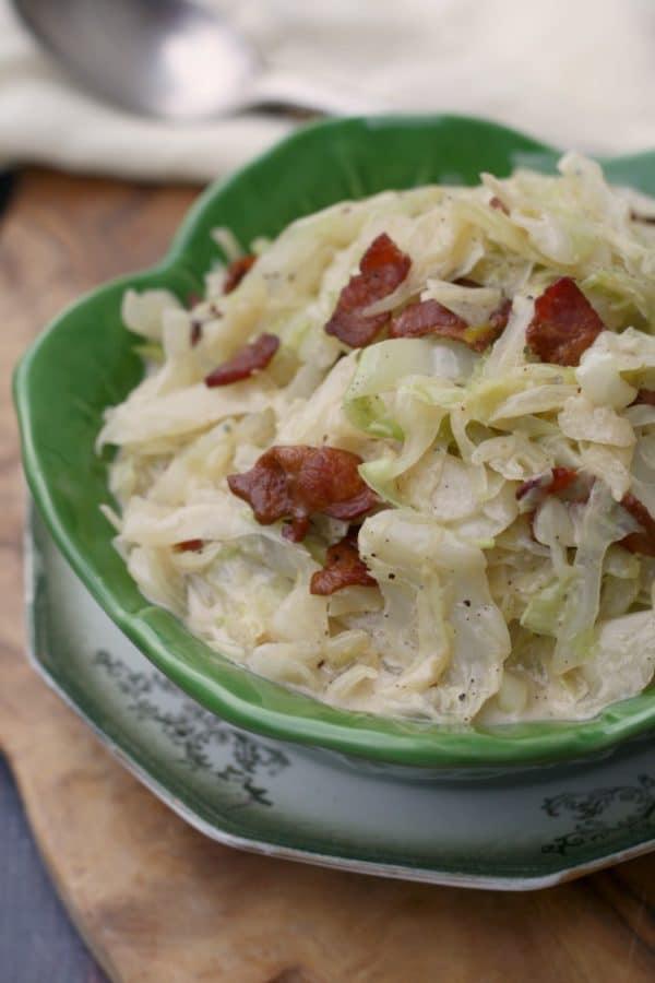 Zapékané kysané zelí se slaninou a zakysanou smetanou