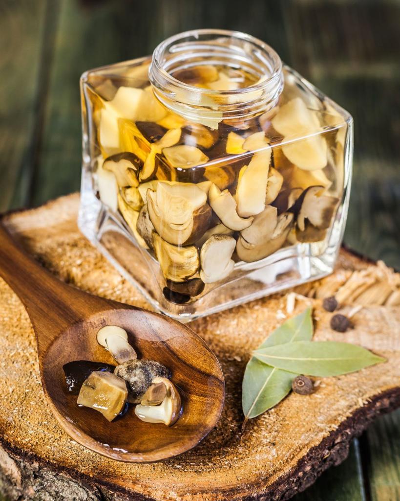 Zavařování hub ve sladkokyselém nálevu