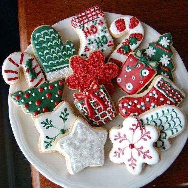 Barevně nazdobené perníčky s vánočním motivem