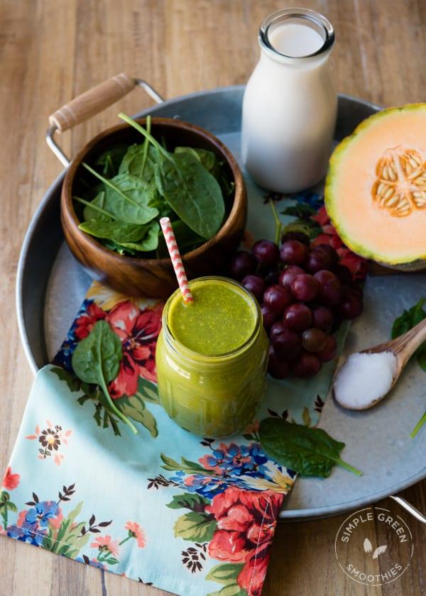 Zelené melounové smoothie s hroznovým vínem.