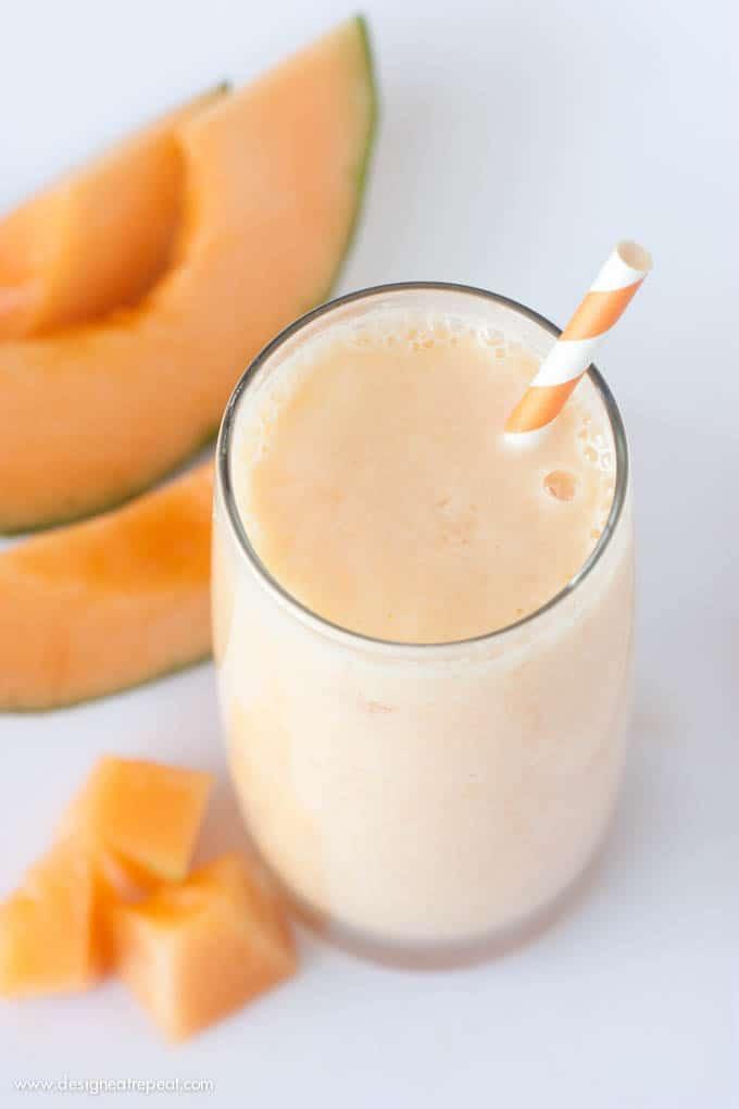 Melounovo-ananasové smoothie s jogurtem.
