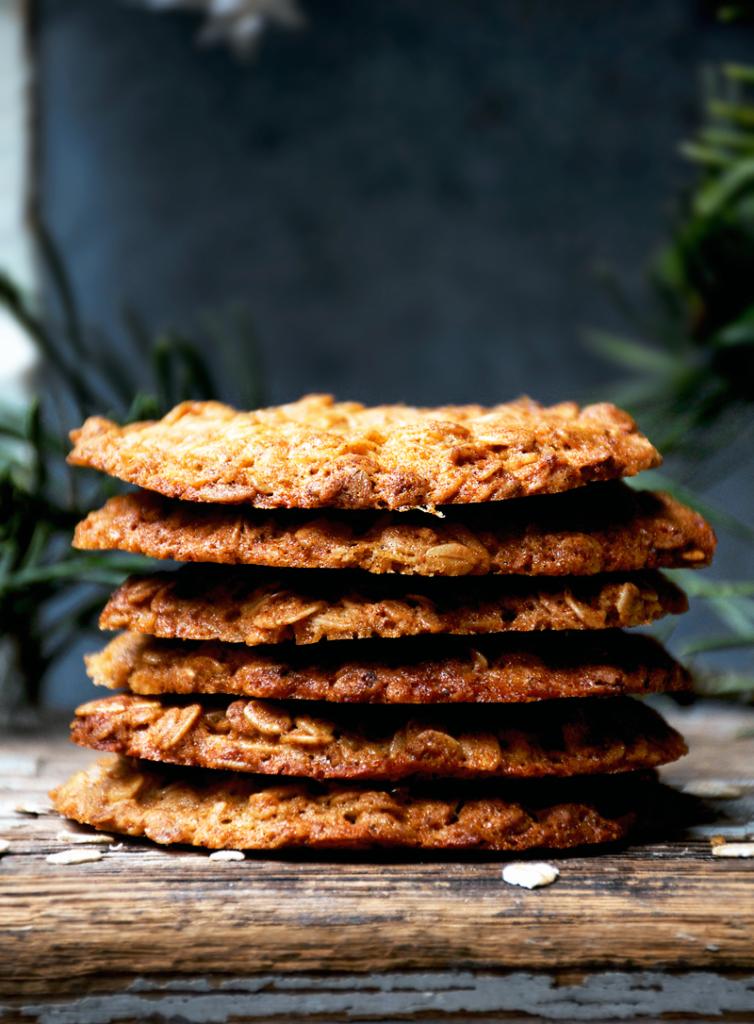 křehké sušenky z ovesných vloček a medu