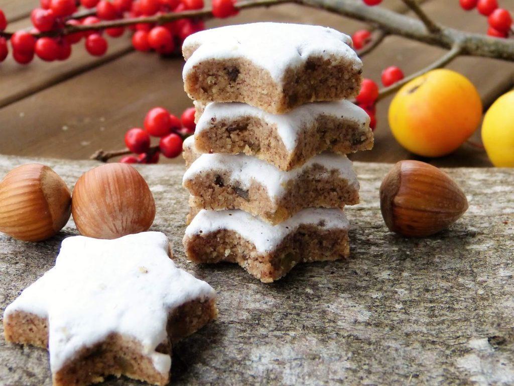 skořicové vánoční hvězdičky s bílkovou polevou
