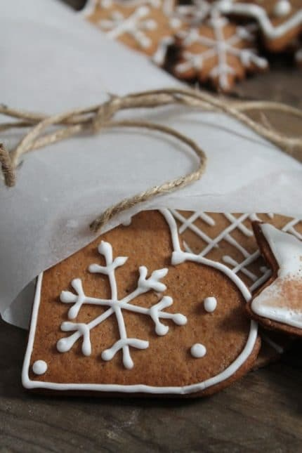 Zdobený vánoční perníček ve tvaru srdce