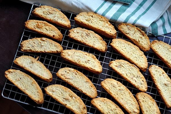 sušenky s ořechy neboli biscotti