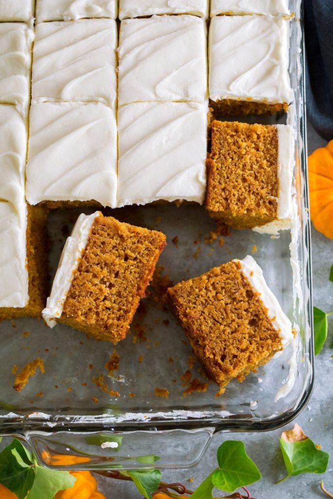 Recept na dýňový koláč s polevou.