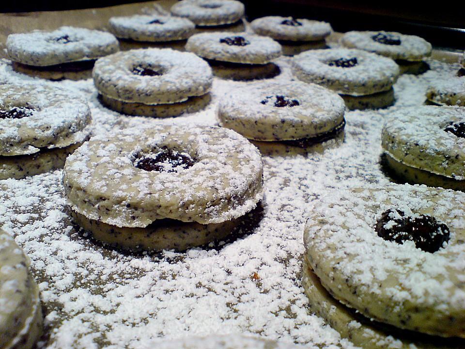 vánoční makové cukroví slepované povidly